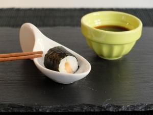 Como preparar hosomaki de salmón