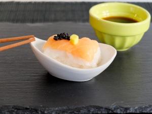 como preparar nigiri de salmón
