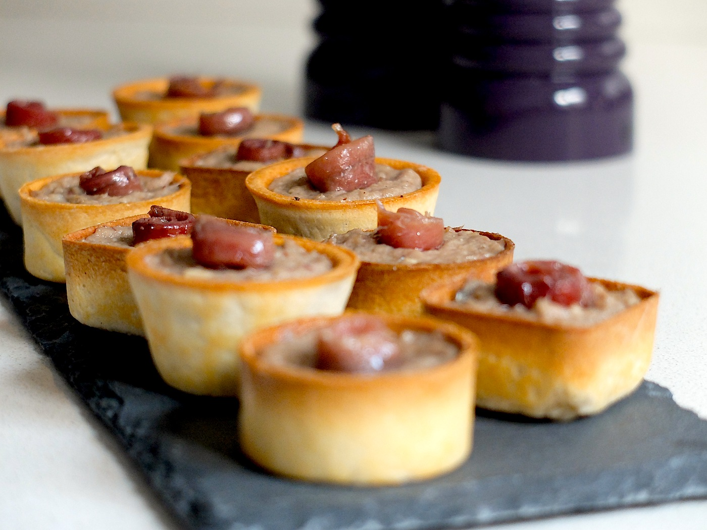 Canap s de pat de sardinillas y queso pixiecocina for Canape de pate con cebolla caramelizada